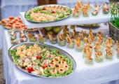 Patery z jedzeniem - propozycja podania cateringu