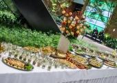 Zdjęcie stołu cateringowego z przekąskami